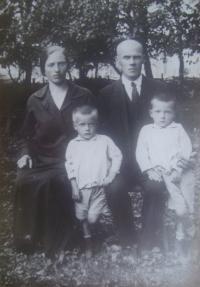 Rodina Vondráčkových, Mikuláš u maminky