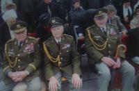 Vpravo Mikuláš Vondráček, uprostřed Josef Holec
