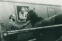 V roce 1970 jako zaměstnanec s.p. Rybářství – V. Šilhán vpravo v okně, vlevo doc. ing. Miloslav Král, CSc. (později také signatář Ch77)