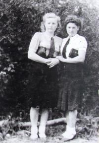 Paní Berková se sestrou