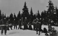 Studenti letecké akademie na kondiční dovolené v Krkonoších / Antonín Zelenka 3. zleva / asi 1947