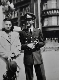 Antonín Zelenka s přítelkyní Jarmilou Požárovou / Brno / 1948