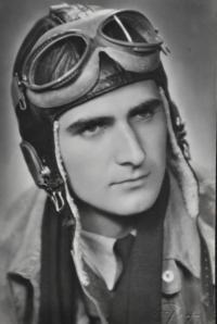 Absolvent Vojenské letecké akademie Hradec Králové poručík Josef Zeman / 1948