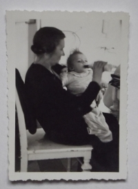 With auntie in nursing home for infants in Krč, 1942-1943
