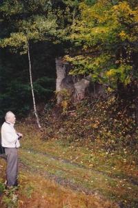 2002 před někdejším vstupem na šachtu Eliáš