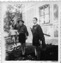 Babáky - letní tábor vlčat 1945 (vlevo Vl. Červenka)