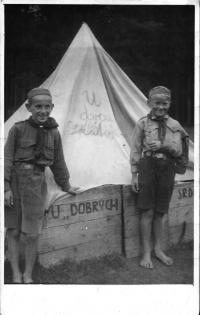 Želivka - skautský tábor 1938 (vlevo Vl. Červenka)