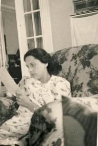 Matka Jiřina Gjurićová v létě 1943