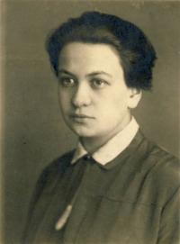 Teta Růžena Vacková za studií