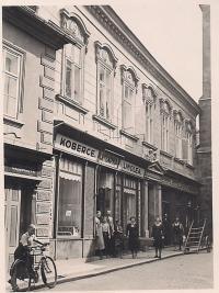 Rodinný obchod ve Velvarské ulici č. 572