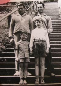 Bratr Josef Bocek  a František Bocek se svými syny Klausem a Petrem