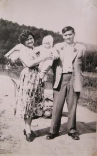 To the right, the brother of the witness, Josef, who had been in an internment camp in Siberia for several years