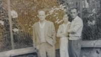 Fotka s priateľom a (budúcou?) manželkou, medzi rokmi 1962 - 1964