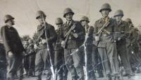 Fotka z vojny, Rudolf Dobiáš uprostřed vzadu, 7.10.1962
