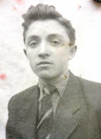 Fotografia z prvého občianskeho preukazu, 1949