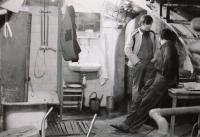 Pavel Bratinka v kotelně (80. léta)