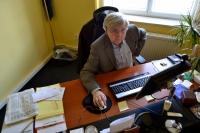 Pavel Bratinka v kanceláři