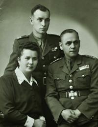 Karel Brhel s rodiči Františkem a Anežkou / rozenou Křendkovou