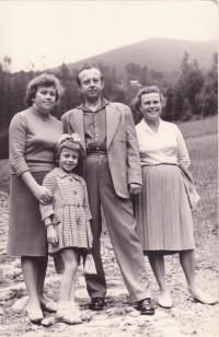 Libuše  Hiemerová se sestrou Boženou a jejím manželem