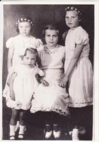 Libuše Hiemerová se sestrami