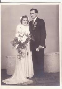 Svatební fotografie sestry Drahoslavy Lošťákové