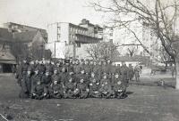 Kasárna Bratislava těsně před vznikem Slovenského štátu: Stanislav Hylmar-Pirát je ten nejvyšší v zadní řadě.  Pravděpodobně vyfoceno 2. 3. 1939.