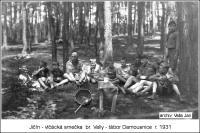 Skautský tábor jičínských skautů, Damousnice 1931: polední siesta; Bedřich Valla je čtvrtý z leva (soukromý archiv Jana Vally)