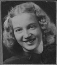fotografie jeho manželky za svobodna - Jarmila Brandejsová, narozená 1929