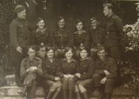 Naděžda Brůhová v dolní řadě druhá zleva, 1945