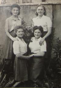 Zleva: Evženie Vyletělová - Luhačková, Naděžda Brůhová, Libuše Nováková - Maňhalová, Olga Černá - Sitařová