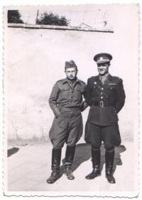 Štěpán Bunzák s poručíkem Františkem Fričem v Kroměříži