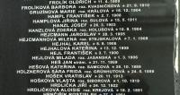 Stéla - manželé Hejlovi (rodiče pamětnice) v seznamu obětí heydrichiády