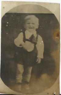 Malý Josef Andres ještě před válkou