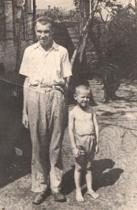 Buzuluk - Vladimír Vrbenský - syn Dr. Vrbenského z Dukly a malý Kazimir Biněvský