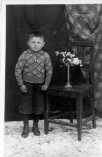 Šestiletý Miloslav Vlk v roce 1938