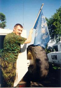 Jaroslav Kulíšek s vlajkou OSN