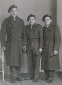 Hazebrouck, 24.4.1945, zleva Josef Adámek, Příhoda a Kubica