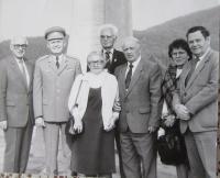 Na srazu ve Vízovicích v roce 1995, uprostřed maminka Anežka, vedle D. J. Murzin a Miroslava Kaštovská (Tkáčová)