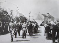 Pohřeb partyzánů ve Vízovicích dne 7.5. 1945
