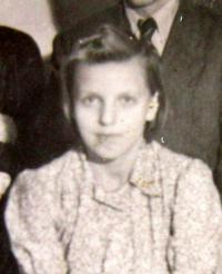 Miroslava Kaštovská (Tkačová) v roce 1943