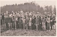 1968 Obnovený skautský oddíl v Bechyni, Jiřina Čechová zcela vpravo