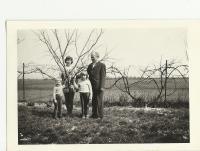 s vnučkami Dagmar a Janou, 1977
