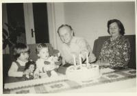 s vnučkami Evou a Hanou, 1981