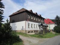 Bývalá škola v Nové Senince (Spieglitz) - dnes rekreační středisko
