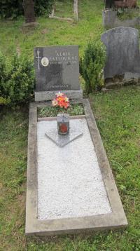 Hrob Aloise Zatloukala v Nové Senince, který byl jediným Čechem v osadě Urlich a jejím posledními trvalým obyvatelem