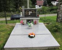 Hrob rodiny Stanzel z Urlichu v Nové Senince