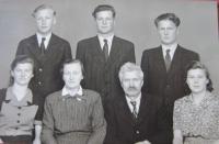 Rodina Stanzelových (nahoře zprava  František, Josef, Hubert, dole zprava Anna, Josef, Anna, Marie)