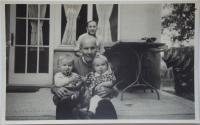 Pamětnice se svým dědečkem před koncem války
