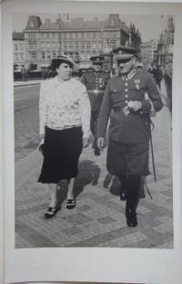 Poválečná fotografie rodičů