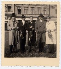 1945 Přemysl Filip s přáteli - těsně po válce